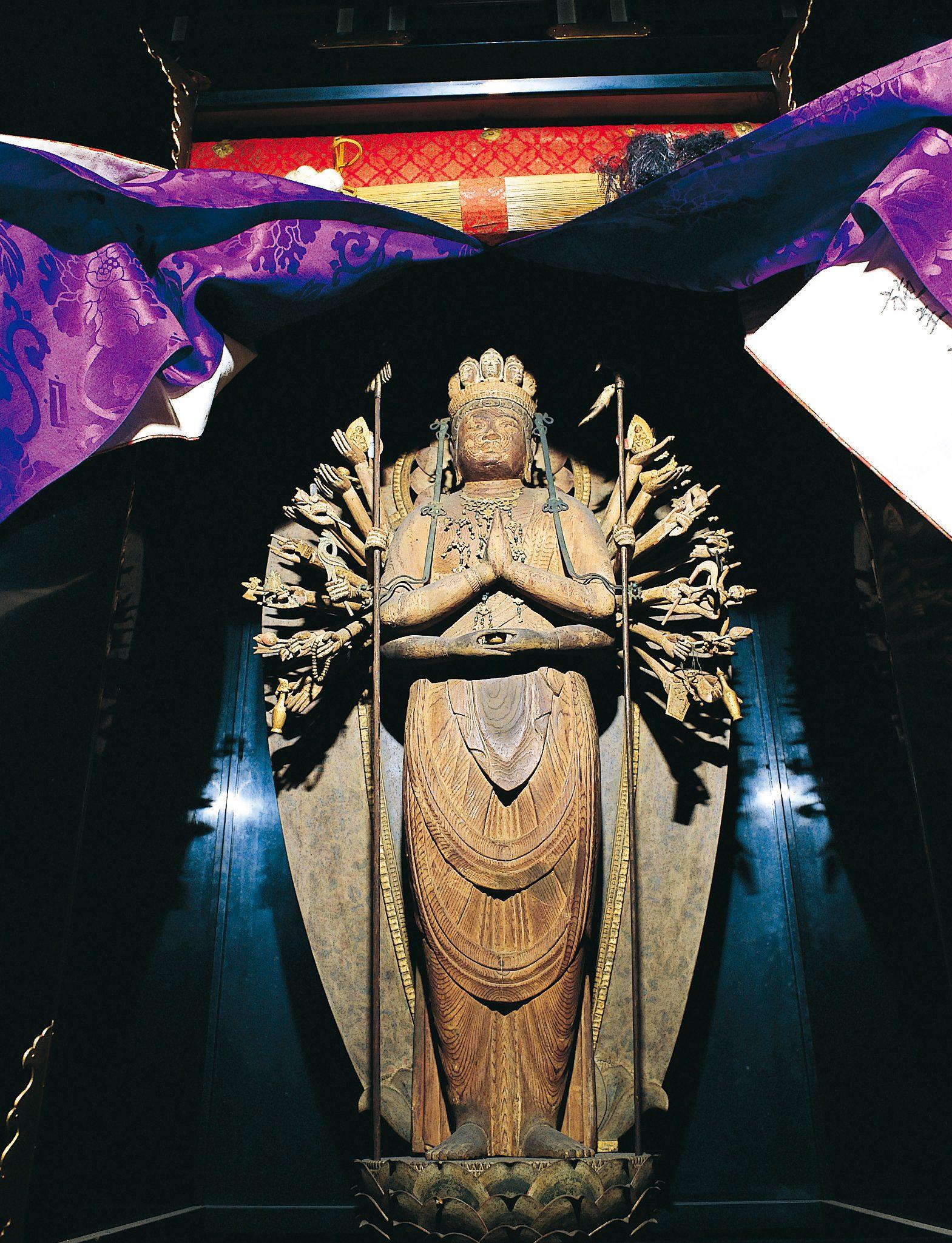 意足寺(十一面千手観音立像)